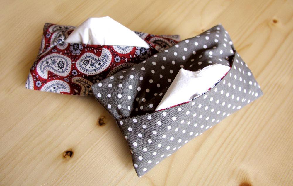 Colocar pañuelos en el interior del monedero