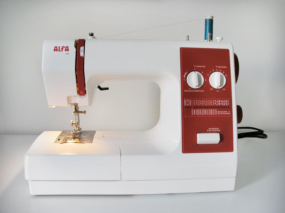 Máquina de coser enhebrada