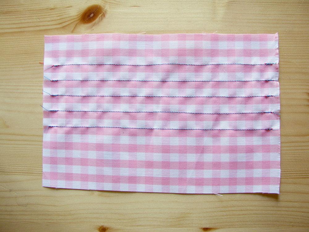 Costuras rectas en tejido de vichy