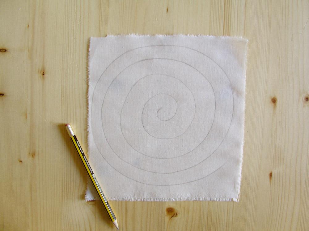 Espiral dibujada en el tejido