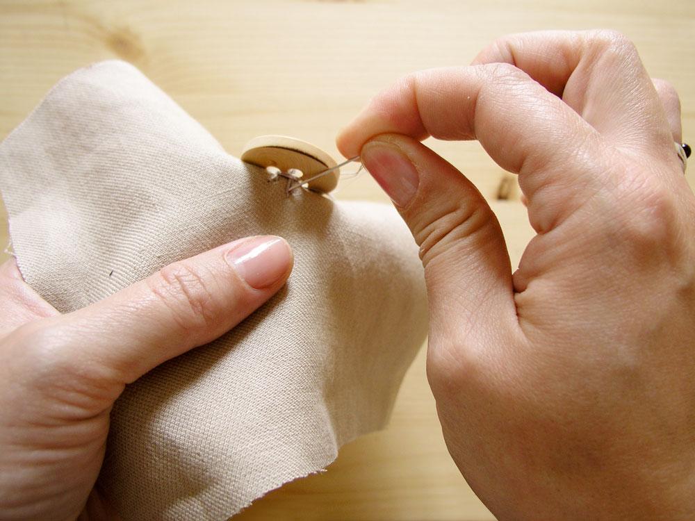 Rematar la costura de un botón