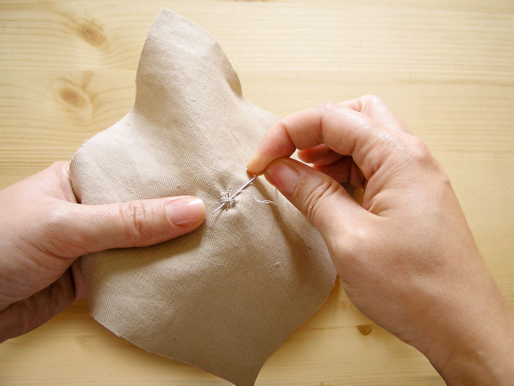 Asegurar la costura del botón