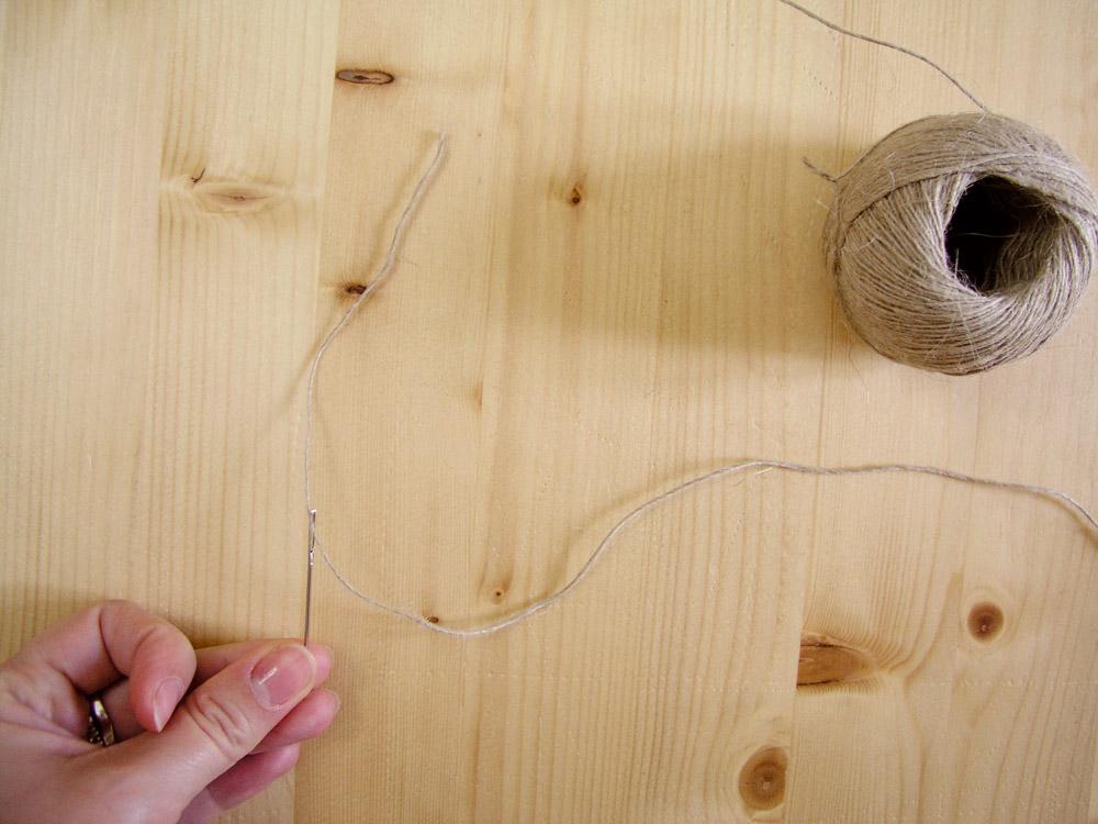 Enhebrar cordón