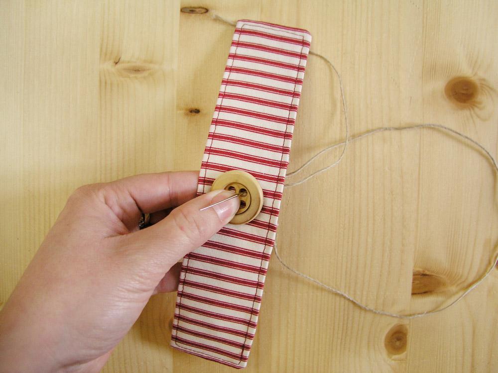 Coser botón con el cordón