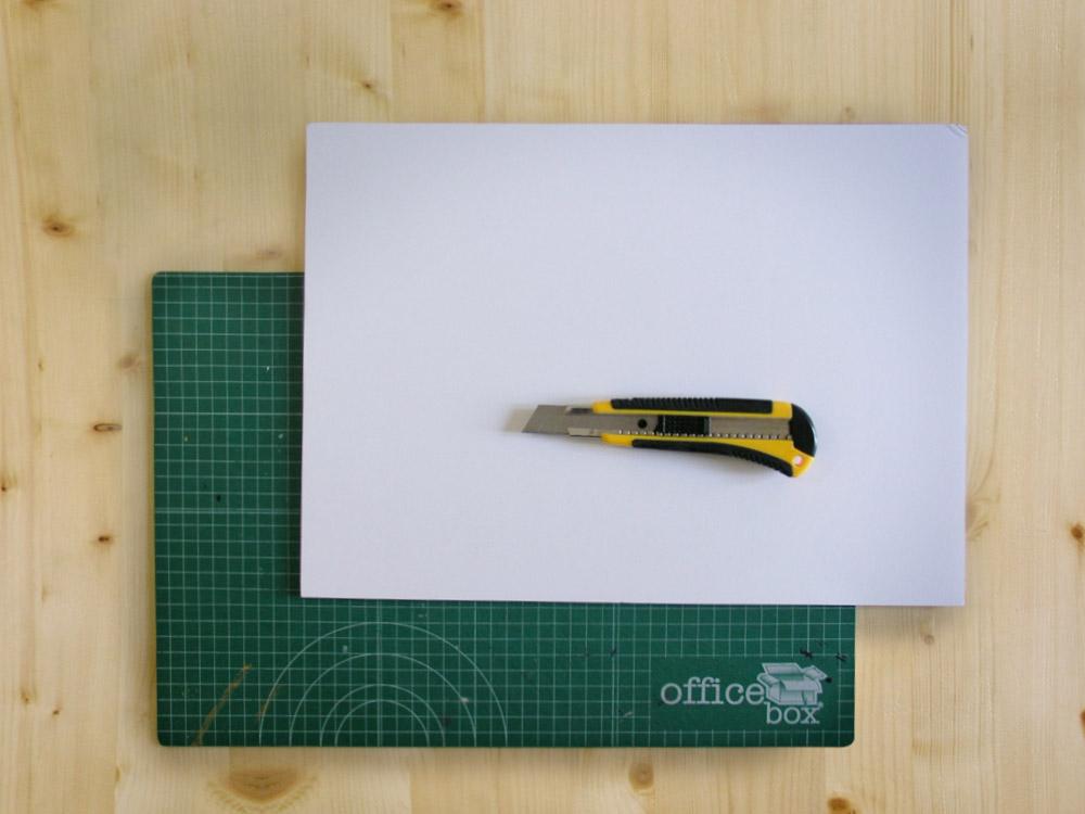 Cartón pluma y cutter
