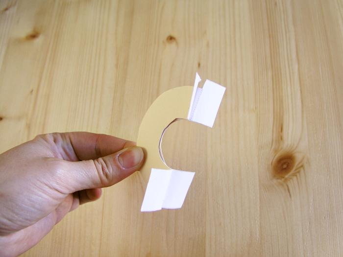 Colocar la plantilla para hacer el pompón
