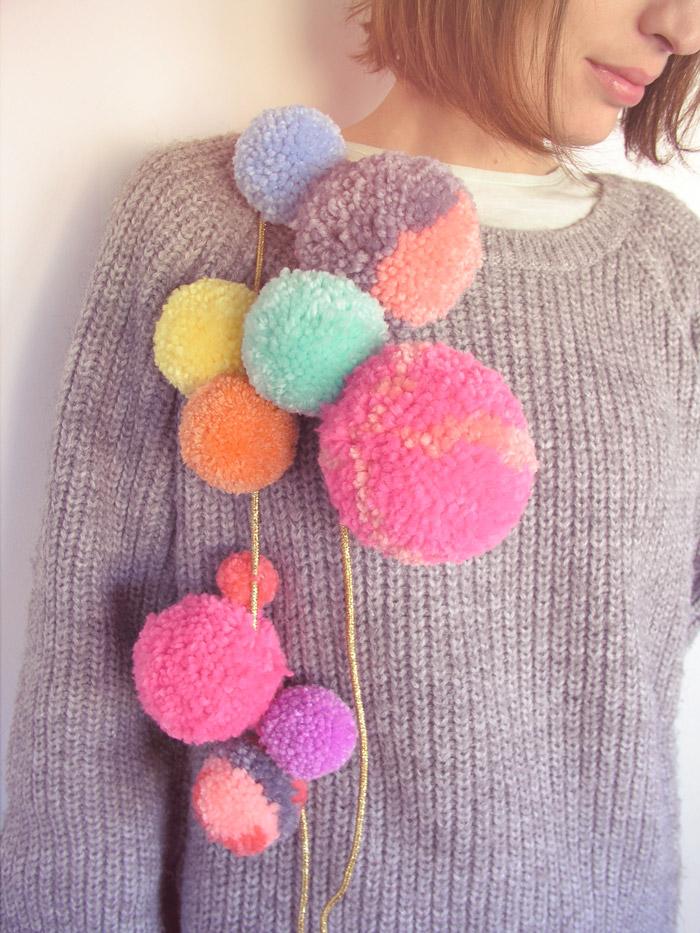 Cascada de pompones en jersey