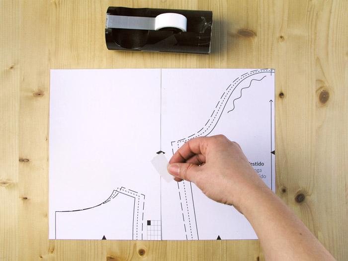 Poner cinta adhesiva en las hojas del patrón PDF