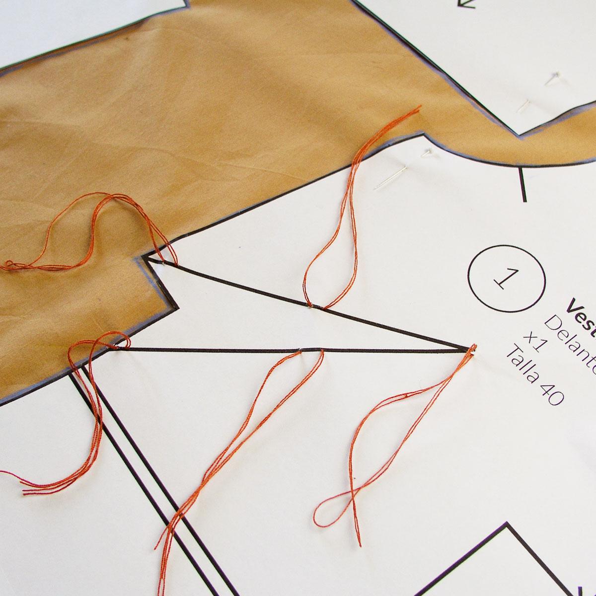 Marcar y cortar un patrón | Betsy Costura
