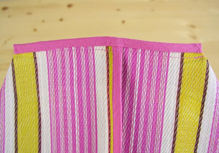 Pulir con cinta al bies los dos extremos de la base de la bolsa | Betsy Costura