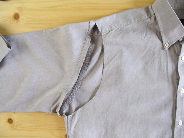 Cortar las mangas siguiendo el contorno de las sisas.