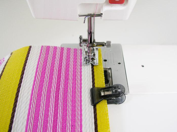 Coser los laterales de la bolsa de rafia | Betsy Costura