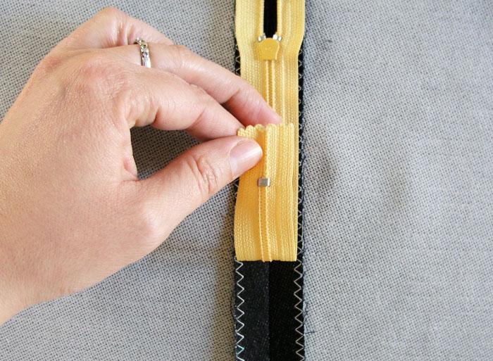 Cadena de dientes centrada en la costura.