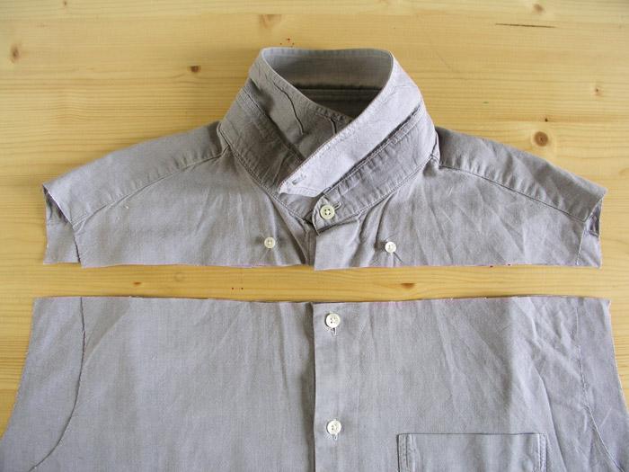 Cortar la camisa por encima del primer botón.
