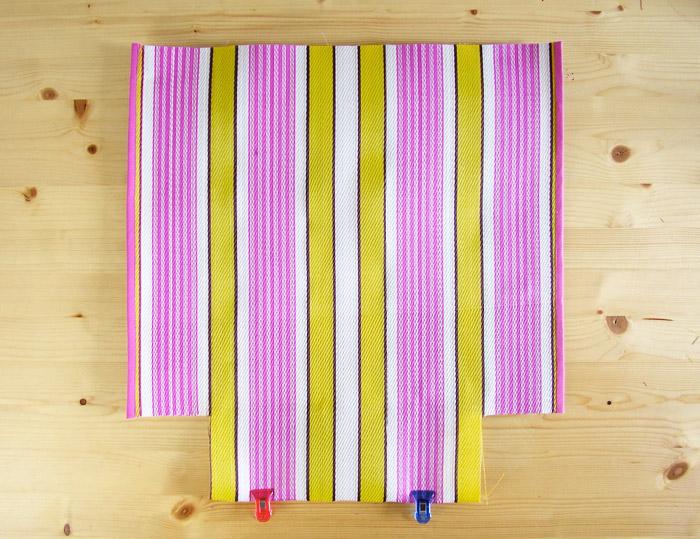 Laterales de la bolsa de rafia retro cosidos y pulidos | Betsy Costura