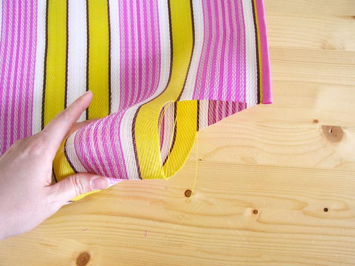 Doblar la base de la bolsa de rafia | Betsy Costura