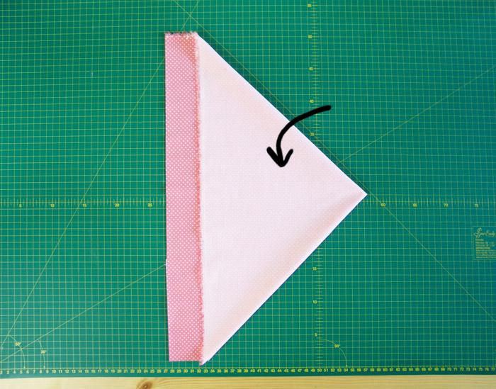 Doblar tejido para cortar tiras al bies | Betsy Costura