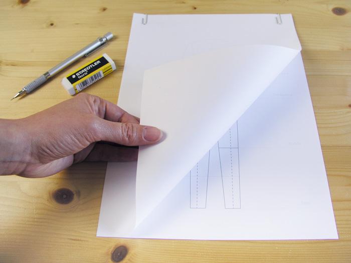 Colocar papel encima de la plantilla |Dibuja tu moda con Betsy