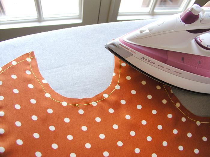 Fijar la forma de la pieza con toques de plancha  Betsy Costura