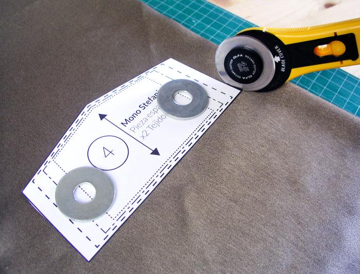 Cortar el tejido con cúter rotatorio | Betsy Costura