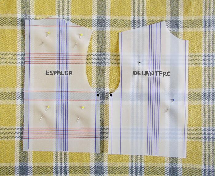 Cortar tejido de cuadros | Betsy Costura