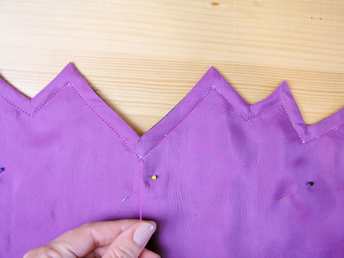 Coser el cuello de la capa de Halloween | Betsy Costura