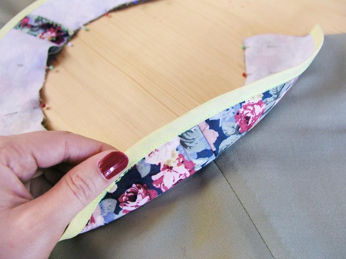 Encarar los derechos de la vista y del escote haciendo coincidir las costuras de los hombros | Betsy Costura