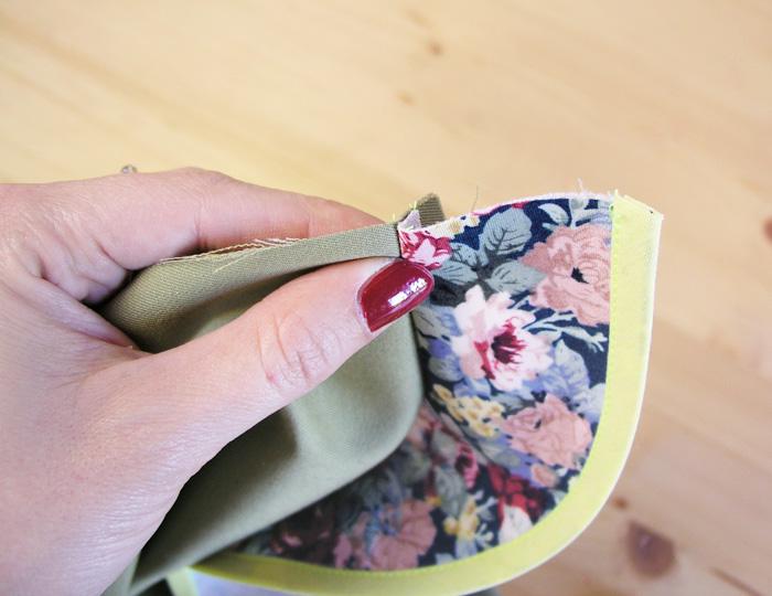 Empujar los márgenes de costura hacia el lado de la vista | Betsy Costura