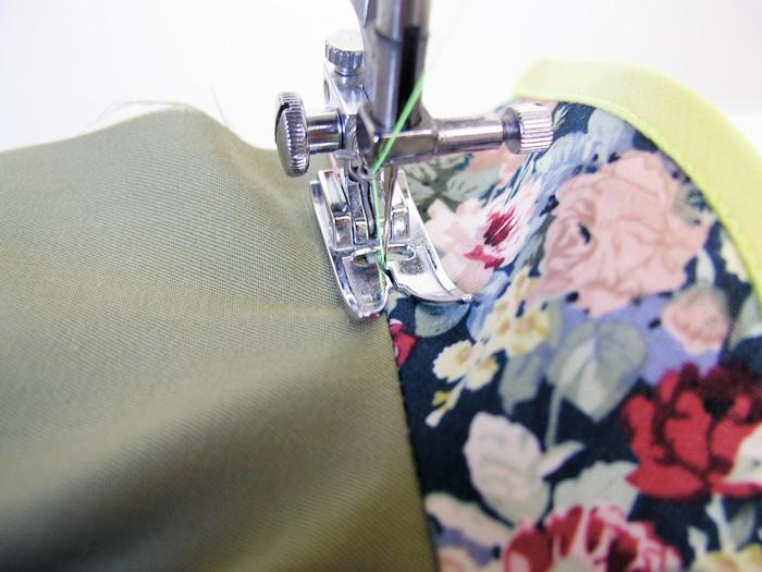 Hacer un pespunte en la zona de la vista para asegurar los márgenes de costura | Betsy Costura