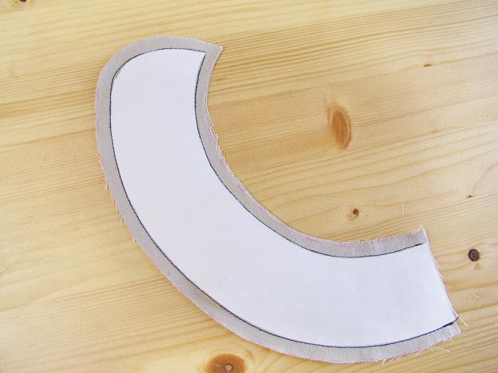 Piezas cosidas con la pieza de freezer paper como orientación Coser en el tejido con la pieza de freezer paper como orientación La pieza de freezer paper queda adherida al tejido | Betsy Costura