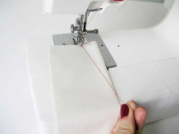 Coser la pinza con la orientación del hilo superior estirado | Betsy Costura