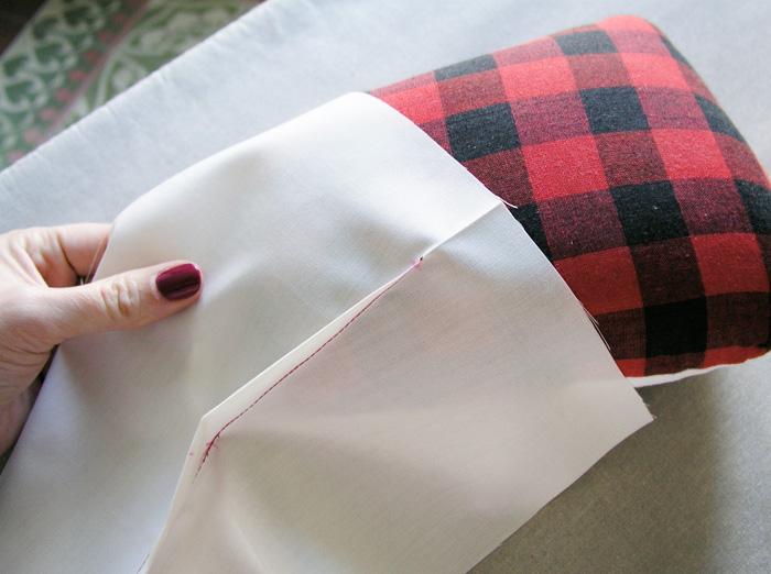 Planchar las pinzas con la ayuda de almohadillas con forma | Betsy Costura