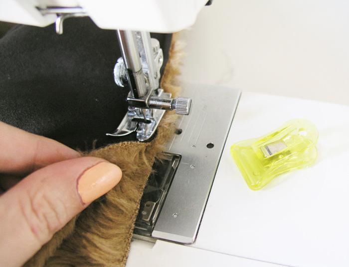 Empujar el peluche mientras cosemos la Capa Navajo | Betsy Costura