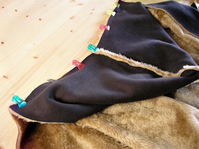 Unir con pinzas la capucha al cuerpo de la Capa Navajo | Betsy Costura