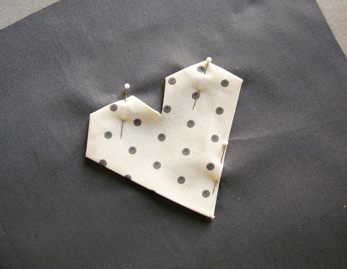 Colocar aplicación estampada sobre el tejido final | Betsy Costura