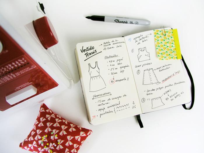 Diario de costura cerca de la máquina de coser | Betsy Costura