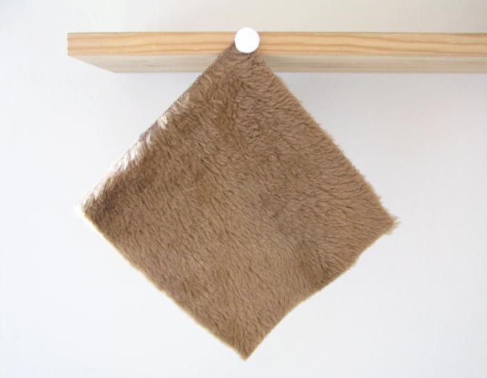 Prueba de drapeado para el tejido utilizado en la Capa Navajo | Betsy Costura