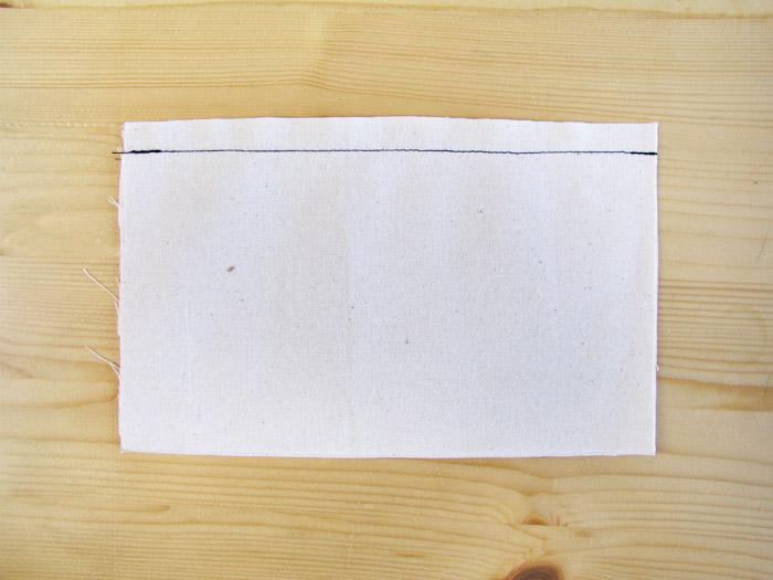 Coser un pespunte recto a 1 cm del borde del tejido | Betsy Costura