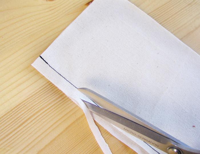 Cortar a la mitad uno de los dos márgenes de costura | Betsy Costura