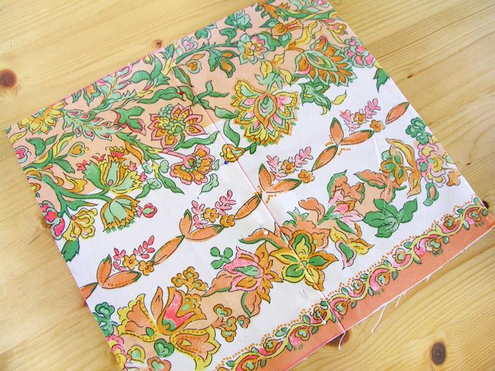 Asegurar las dos piezas de estampado con alfileres | Betsy Costura