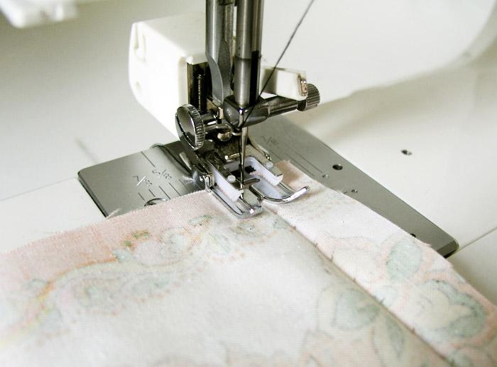 Coser a máquina siguiendo el punto de jareta temporal | Betsy Costura