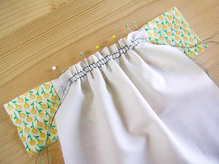 Colocar la banda de tejido con alfileres | Betsy Costura