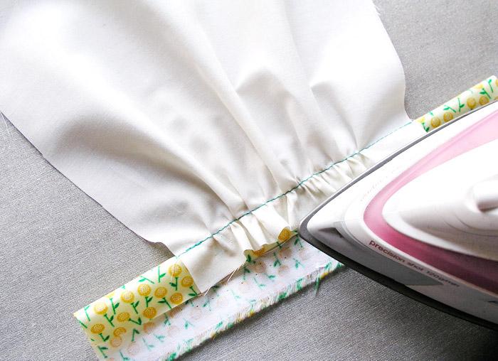 Planchar el margen de costura y fruncido superior | Betsy Costura