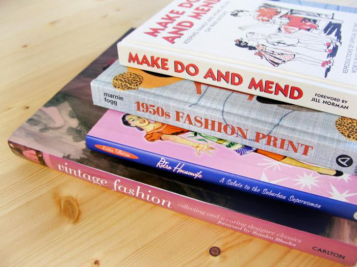 Biblioteca de inspiración cincuentera | Betsy Costura