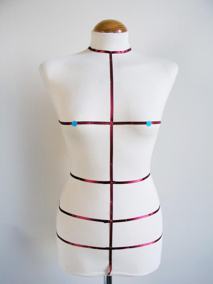 Localizar los dos puntos más sobresalientes del pecho | Betsy Costura