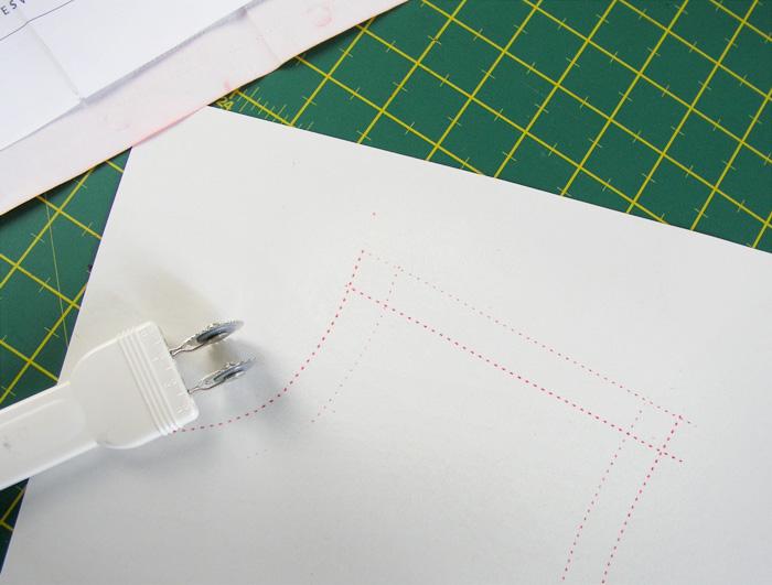 Patrón y margen de costura marcados en el mismo paso | Betsy Costura