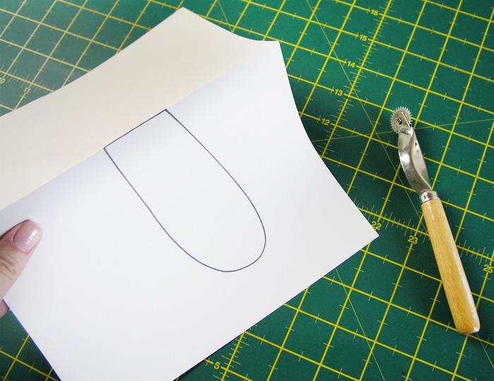 Doblar por la línea de lomo del patrón   Betsy Costura