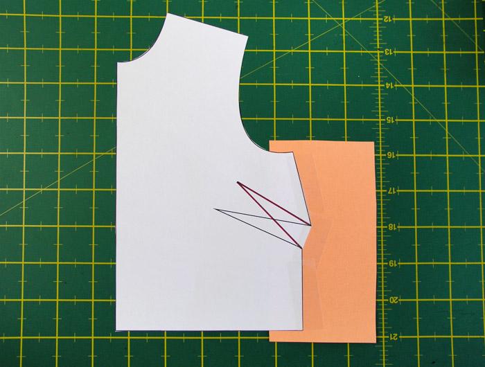 Pegar un papel de color debajo de la pinza | Betsy Costura