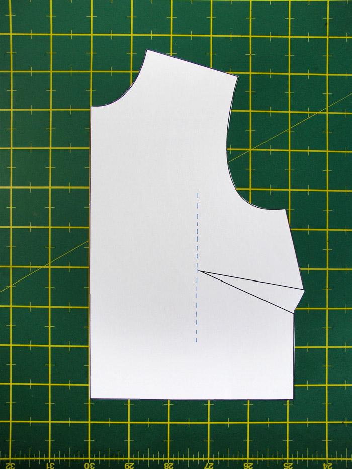 Dibujar una línea vertical paralela al centro delantero | Betsy Costura