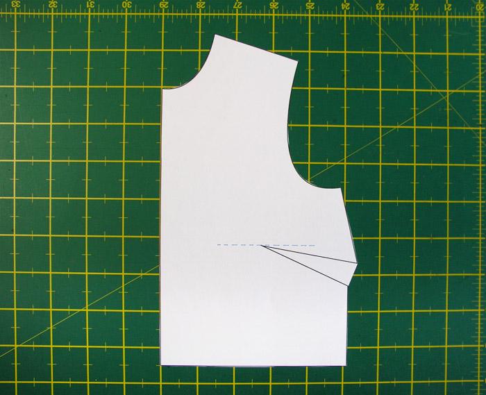 Dibujar una línea perpendicular al recto hilo en el origen de la pinza | Betsy Costura